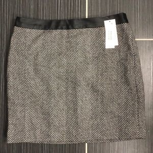 Banana Republic Black Grey Skirt Size 2P NWT
